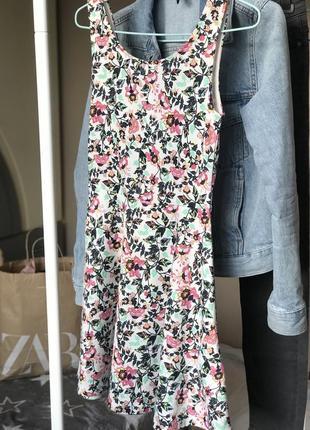 Літня сукня з відкритими плечима