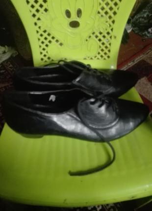 Кожаные туфли на каблучке в хорошем состоянии 38размер