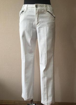 Стильные джинсы скинни заужены с карманами белоснежные белые женские штаны