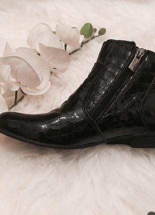 Новые кожаные ботинки для девочки, коженые туфли 33