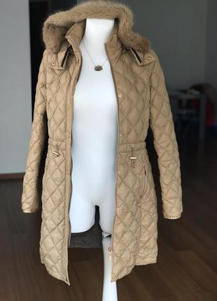 Легкое пуховое пальто дорого бренда maddison