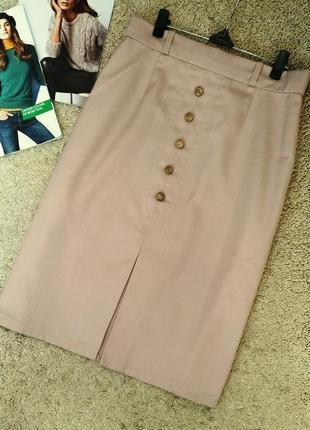 Классическая юбка миди бежевого цвета