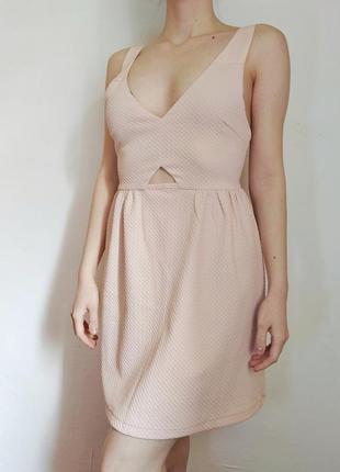 Платье pretty little thing пудровое фактурное летнее нарядное