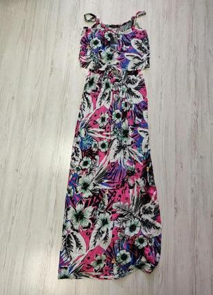 Длинное цветочное платье на тонких бретелях с рюшой
