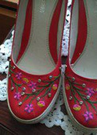 Туфлі з вишивкою