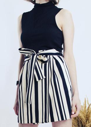 Бежевая юбка со складками