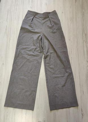 Светло серые брюки клеш