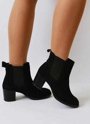 Фирменные замшевые ботинки от h&m
