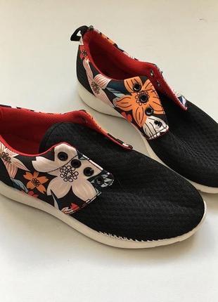 Новые кроссовки в цветочек2 фото