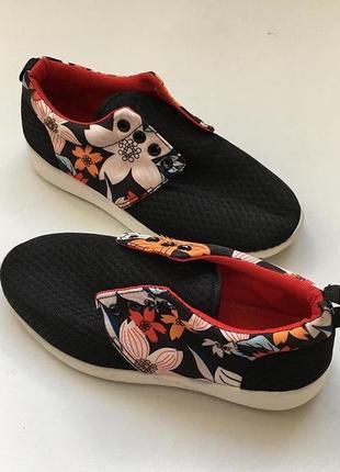 Новые кроссовки в цветочек3 фото