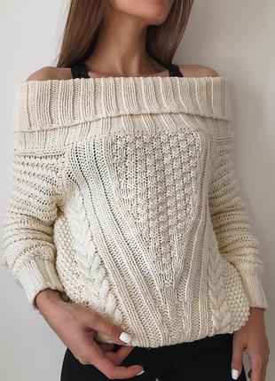 Объемный шерстяной свитер кофта на плечи с открытыми плечами
