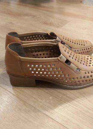 Новесенькі шкіряні туфлі