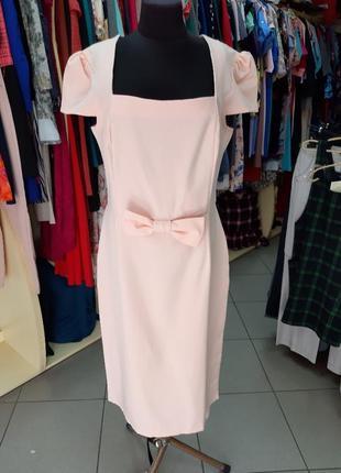 Персиковое платье футляр