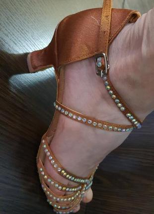 Танцевальная женская обувь. латина.