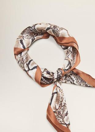 Новый стильный платок в змеиный принт