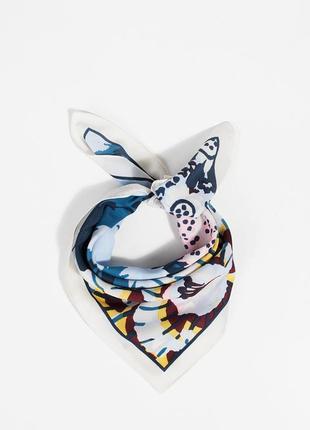 Новый белый стильный узорный платок