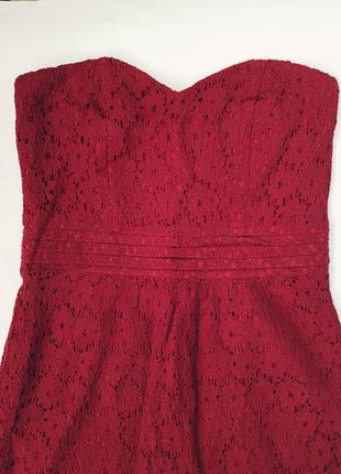 Коттоновое кружевное платье бюстье бордовое цвета марсала