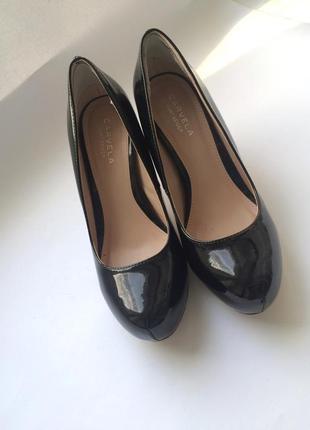 Красивые лакированные туфли бренд carvela kurt geiger, р.37,5_