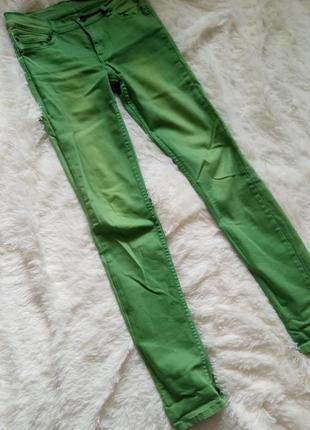 Джинсы зелёные