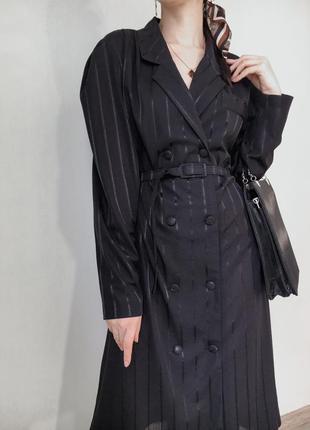 Винтажное платье пиджак миди, на пуговицах с поясом в полоску чёрное с длинным рукавом