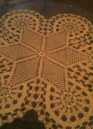 Желтая большая салфетка по центру с симметричной звездой 67 см