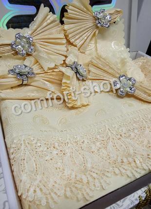 Скатерть с салфетками на большой стол