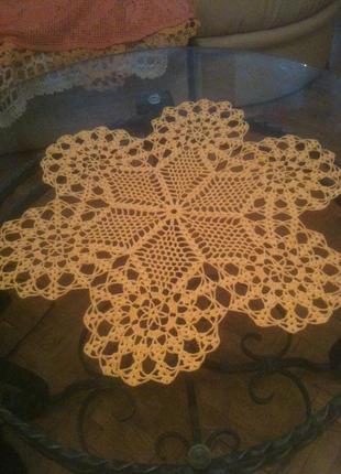 Желтая салфетка круглая как цветок внутри шестиконечная звезда 45 см