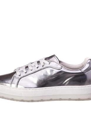 Продам новые  итальянские кроссовки diesel 100%кожа, цвет серебро,39р стелька 25