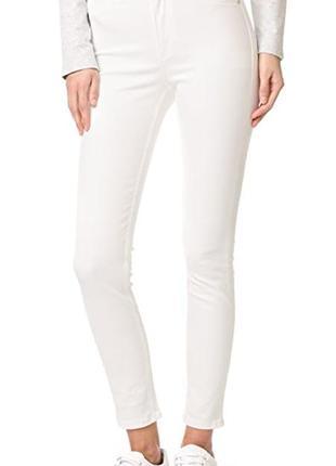 Белые штаны скинни узкие стрейч светлые джинсы брюки