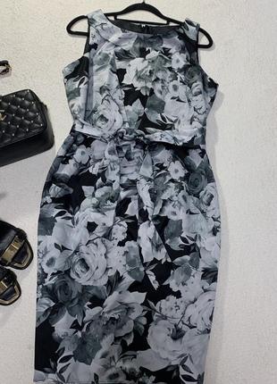 Стильное платье размер l