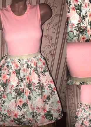 Платье в пальмовые листья