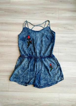 Фирменный джинсовый ромпер/комбинезон с вышивкой