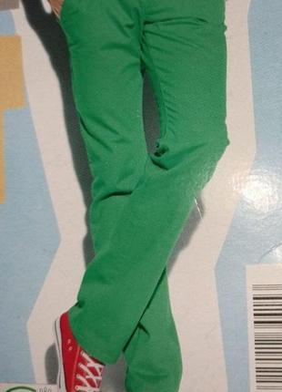 Стильные яркие хлопковые мужские джинсы livergy. размер евро 54