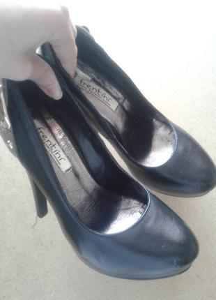 Туфли черные 36 р. на каблуках