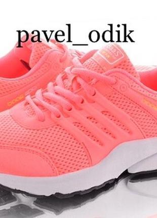 Спортивные кроссовки на шнуровке