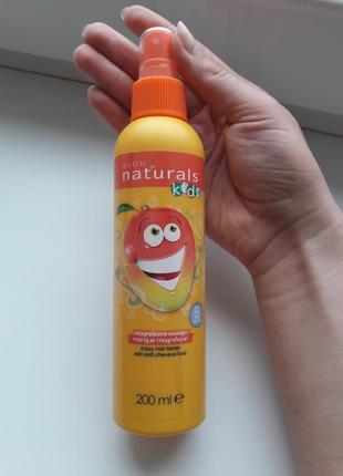 Дитячий спрей для прозчісування волосся.