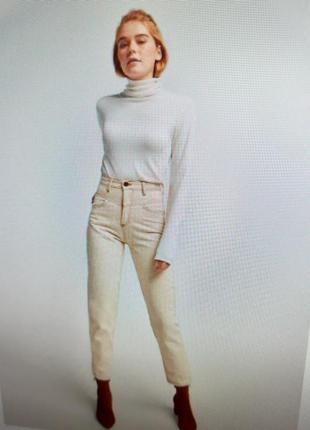 Бежеаые джинсы мом