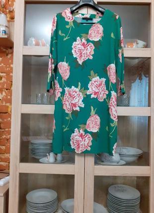 Красивое в цветы вискозное платье большого размера