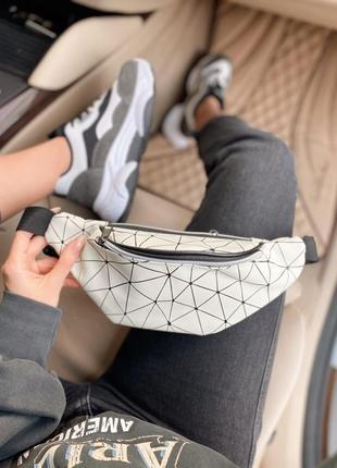 Поясная сумочка бежевая