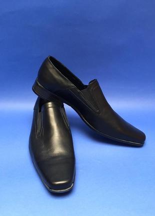 Мужские класические кожаные черные туфли на каблуке