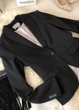 Крутой приталенный пиджачок жакет с застежкой на пуговицу от h&m на р. с/м ...👠❤️🍓