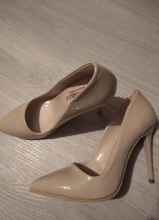 Бежевые туфли на высоком каблуке турция