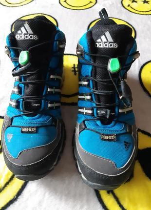 Высокие кроссовки ботинки для мальчика на мембране adidas terrex gtx