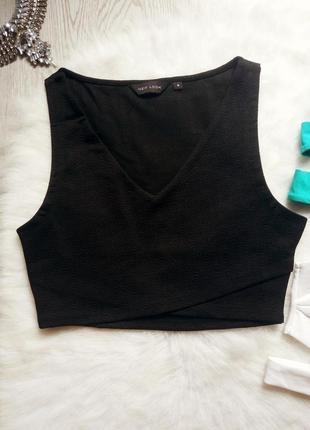 Плотный черный нарядный кроп топ короткая майка с вырезом декольте на запах на талии