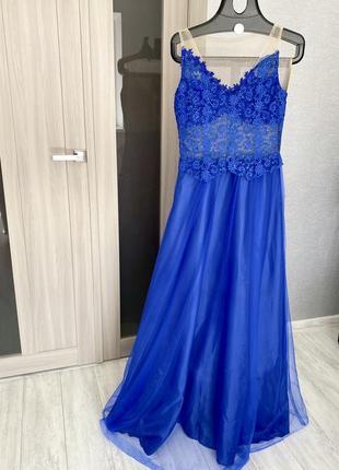 Шикарное платье в пол 💙