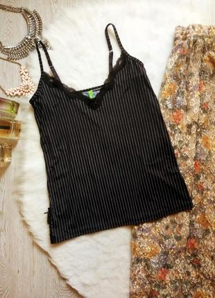 Черная в полоску майка блуза с гипюром в бельевом стиле ажурные вставки сверху с разрезами