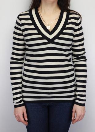 Фирменный шерстяной свитерок