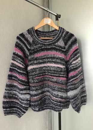 Безумно красивый свитер с широким рукавом шерсть в составе