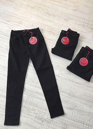 Чорні джинси великих розмірів