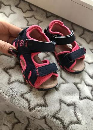 Спортивные сандалии для малышки